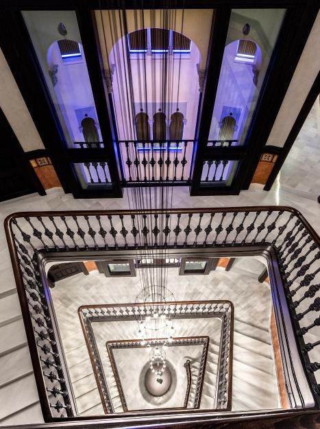 monument-escalera-y-patio