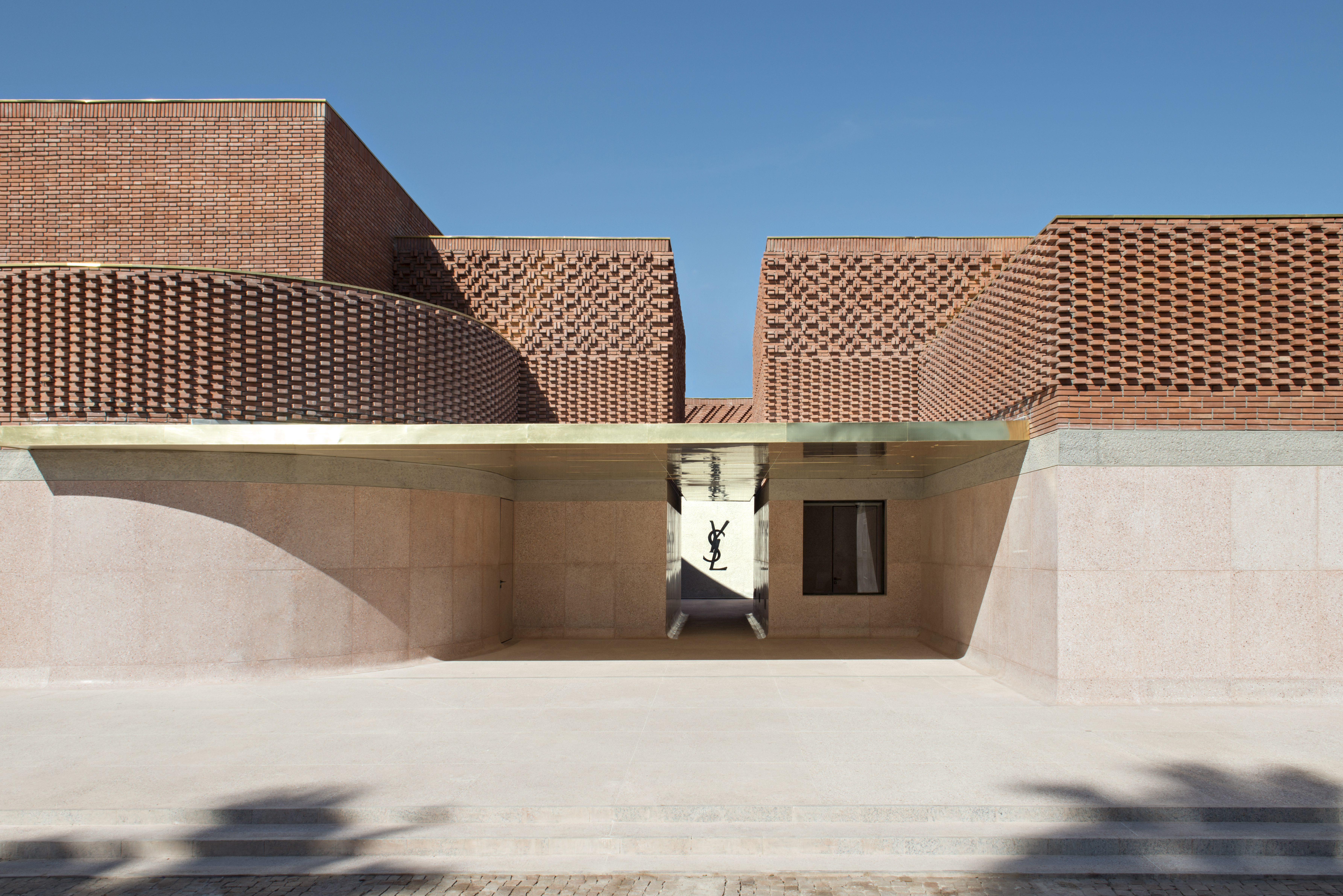 18) mYSLm façade est ©Fondation Jardin Majorelle, Marrakech_Photo Nicolas Mathéus, 2017