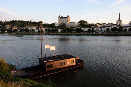 Bateau traditionnel - vue panoramique de Saumur - © JS. Evrard 2014