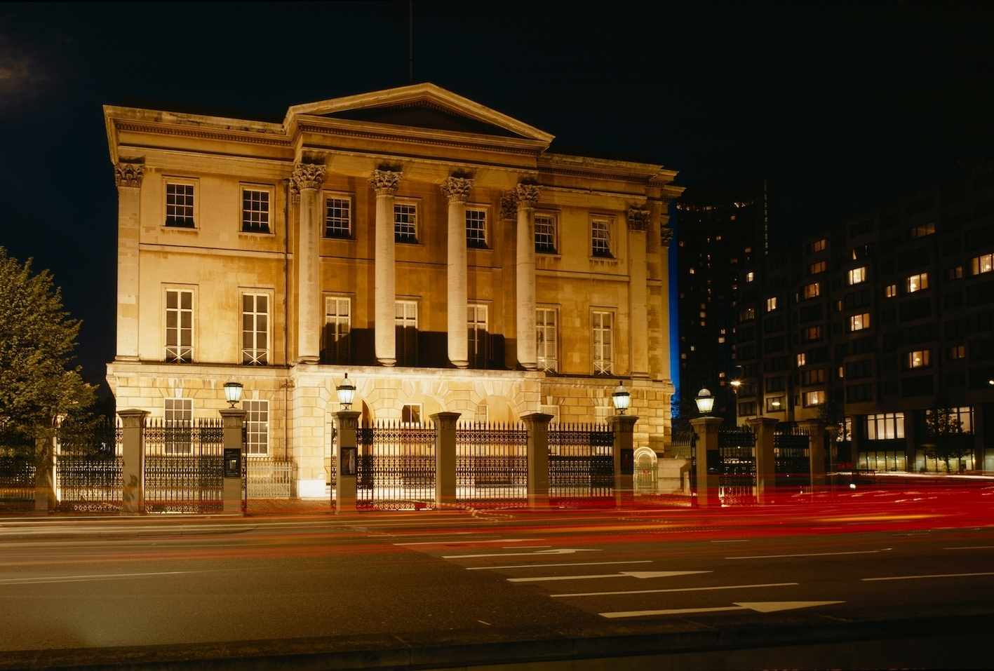 Apsley_House_Exterior__Night_Time_5685