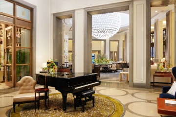 Corinthia_London_Lobby_with_piano_Jack_Hardy_2019